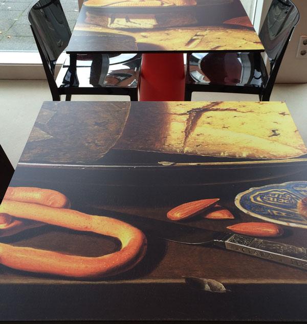 Clara Peeters, Stilleven met kazen, amandelen en krakelingen op tafel bij het Vaillant Theater